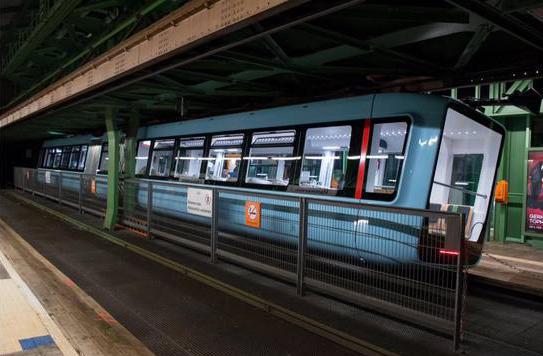Wuppertals Schwebebahn mit neuem Fahrzeugtyp