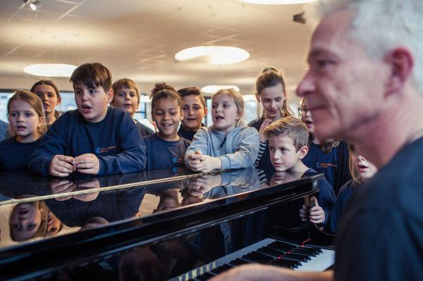 """160 Schüler der Bochumer Carolinenschule mit ihrem """"CaroKids meet GospelTrain""""-Konzert im Neuen Musikforum Bochum"""