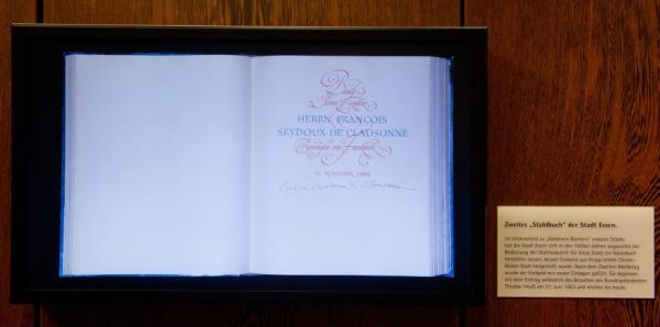 Digitales Stahlbuch informiert im Rathaus über Gäste der Stadt