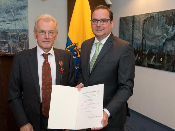 Verdienstkreuz am Bande für Professor Dr. Wilfried Breyvogel