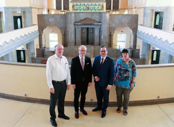 Landtagspräsident besucht Alte Synagoge Essen